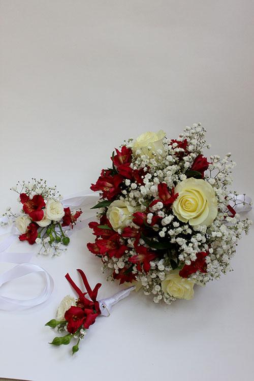Букет невесты с альстромериями и белыми розами