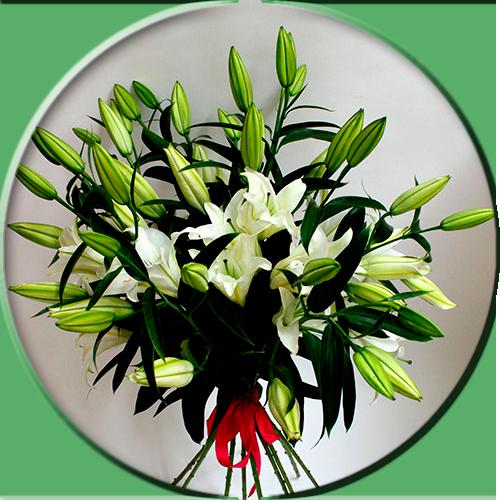 букет-из-пионов-лизиантусов-роз