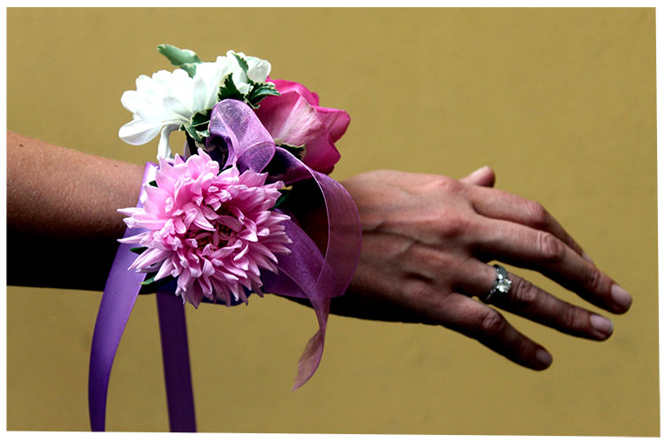 браслет свидетельницы с астрой, розой и хризантемой.