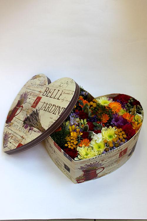 коробка с цветами календулы