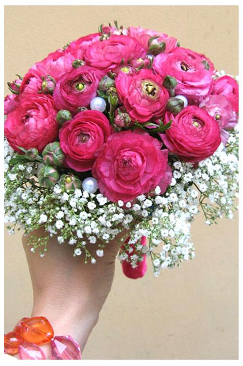 букет с розовыми ранункулюсами