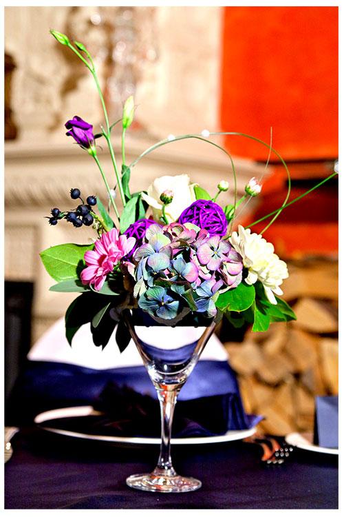 Композиция на стол гостей с синих тонах