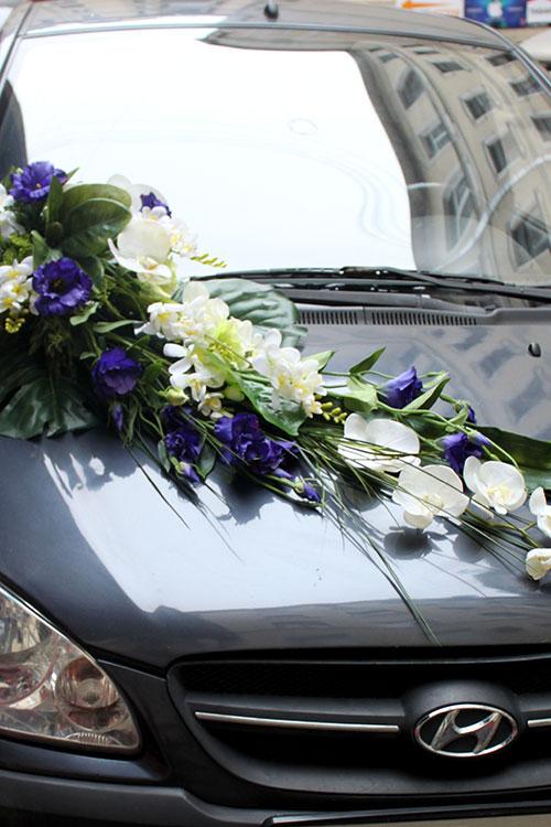 автомобильное украшение из цветов