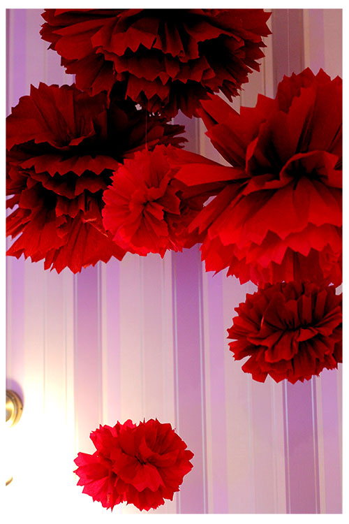 Помпоны красного цвета