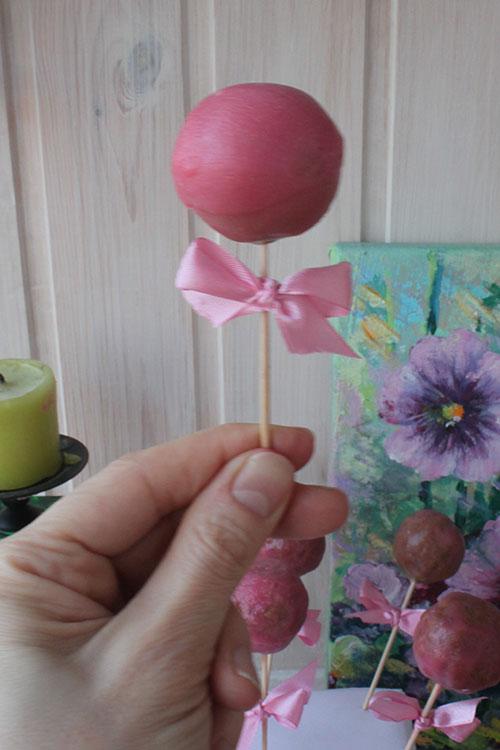 Розовый кейк-попс