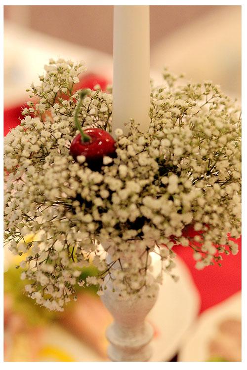 Украшение подсвечника для вишневой свадьбы
