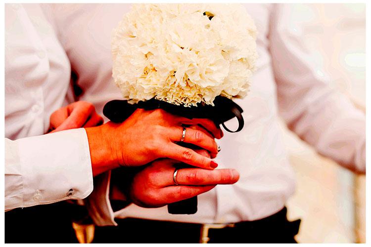 Букет невесты из белых гвоздик