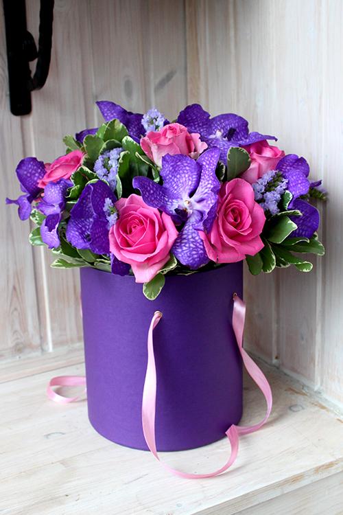 Букет в коробке с розами и вандой