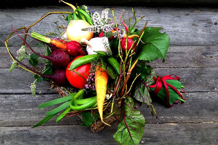 букет из овощей со свеклой и томатом