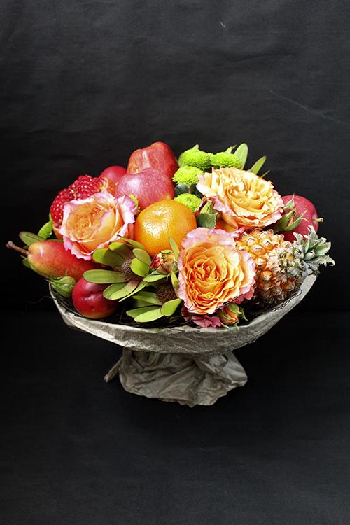 Букет из роз, яблок и граната