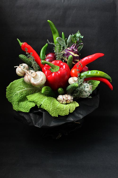 Букет с овощами и капустой кольраби
