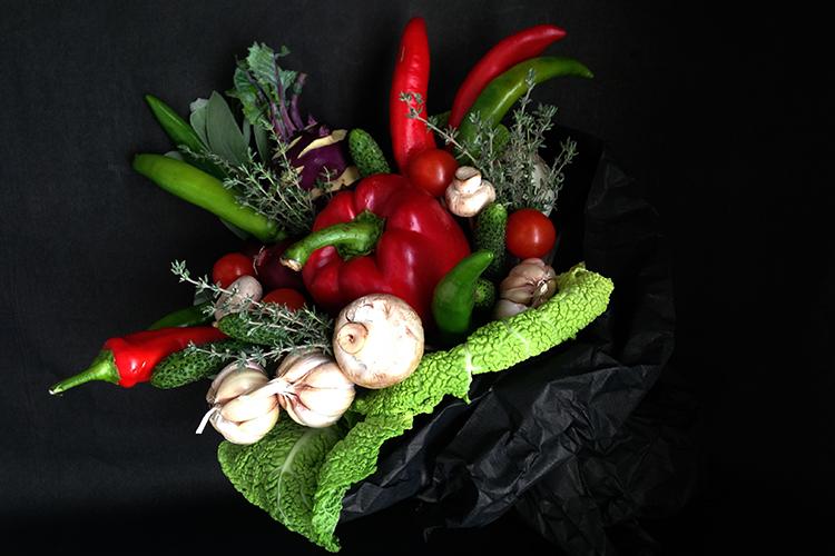 Букет с овощами и кольраби