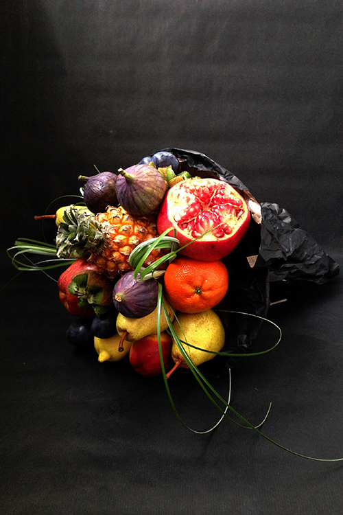 Букет с фруктами и мини ананасом