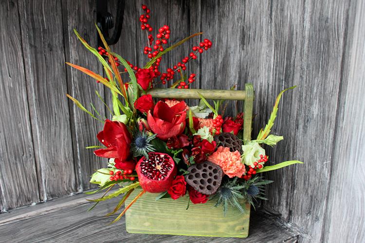 Розы, амариллис и лотос в ящичке