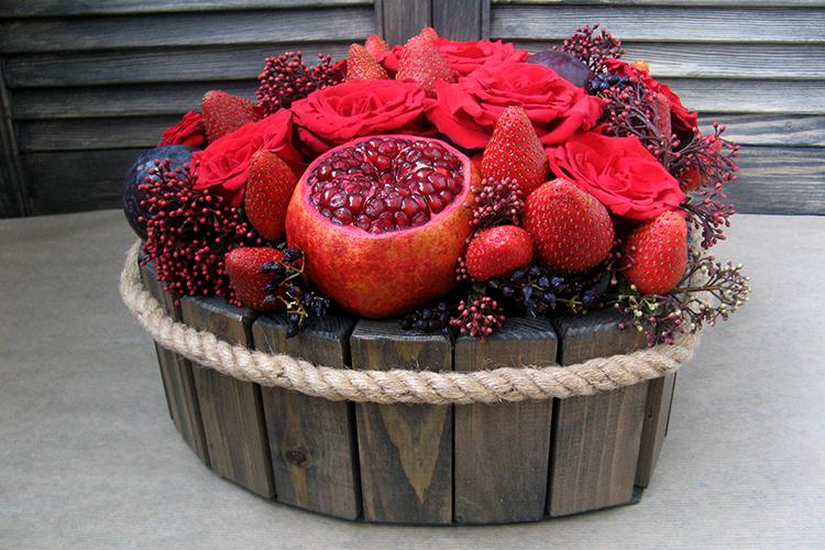 Ящичек Сердце c розами и клубникой.