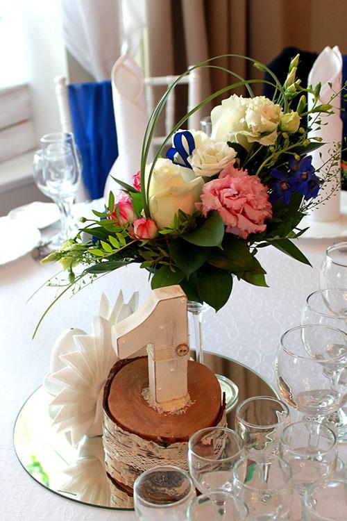 Композиция на стол гостей на свадьбе Мироновых