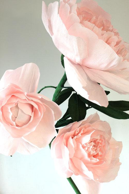 Прокат большого пиона розового цвета на стойке