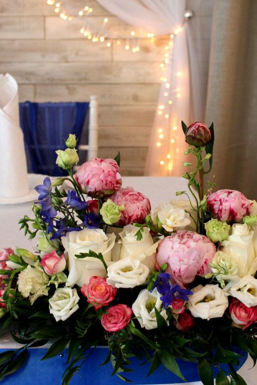 Свадебная композиция на стол молодоженам в Весеннем