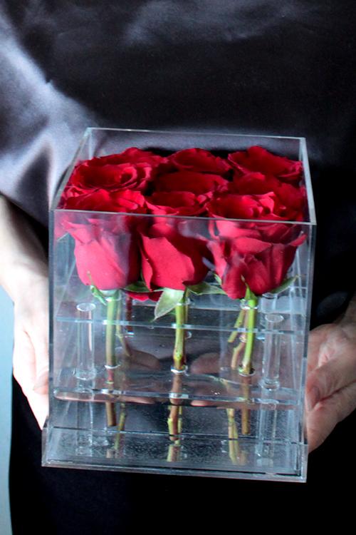 Акриловый бокс с 9 красными розами