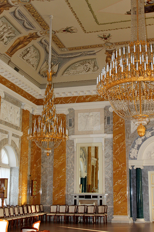Мраморный зал Константиновского дворца
