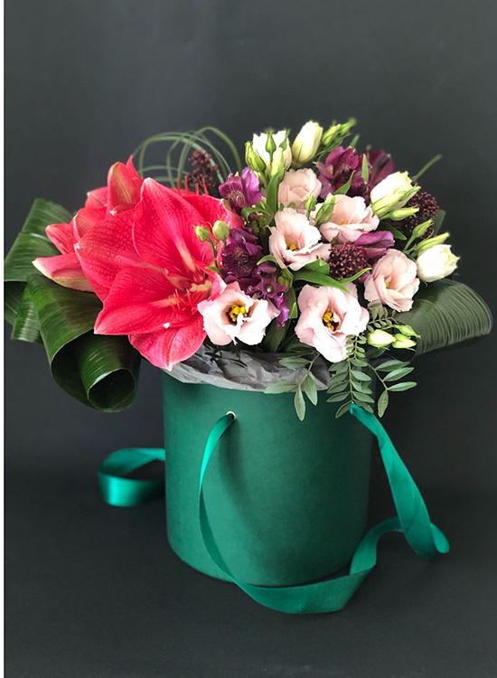 Букет в коробке с розовым амариллисом