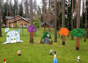 Готовая композиция из домиков и деревьев