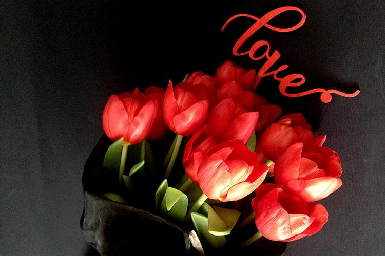 19 красных тюльпанов.