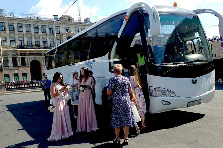 Автобус YUTONG на свадьбу для гостей