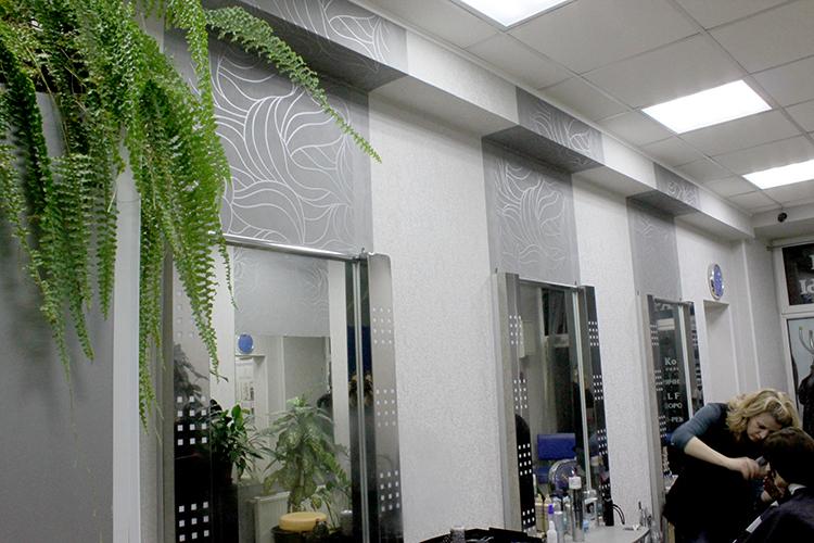 Акцентированная рабочая зона в салоне Коктель