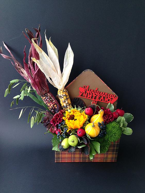 Конверт с цветами, тыквами и кукурузой.