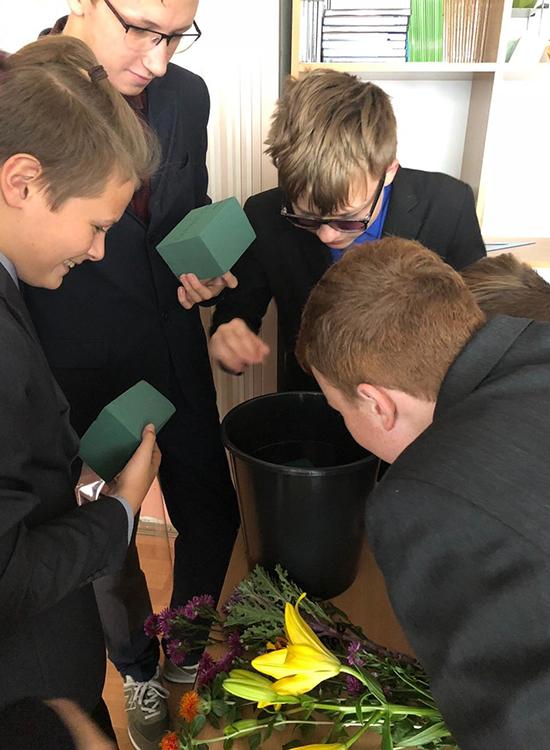 Подготовка флористической губки к работе