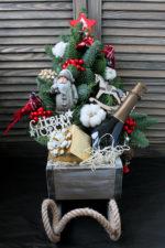 Подарки в санях к Новому году.