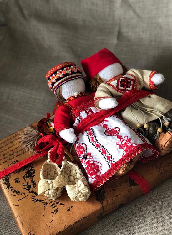 Подарок в русском стиле с куклами