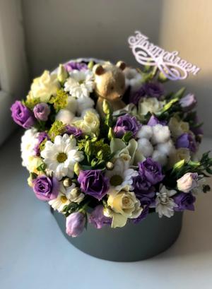 Цветы в люльке в роддом