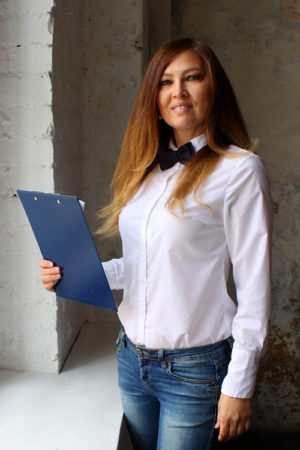 Ведущая на выпускной Лариса Корнелюк