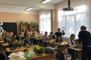 Дети на мастер-классе в школе