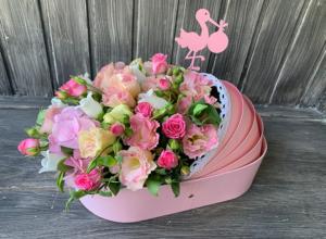 Цветы в люльке на выписку для девочки