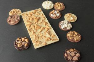 Плитка из белого шоколада с мороженым и медиантами.