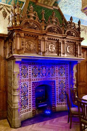 Камин в ресторане Владимирского дворца