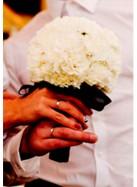 Букет невесты из белых гвоздик.