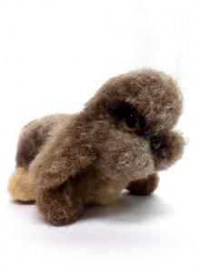 Игрушка «Кролик» валяный из шерсти.
