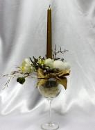 Новогодняя композиция в бокале со свечой,орхидеей и снежками .