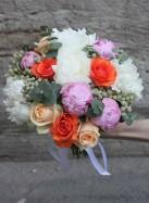 Букет невесты с пионами и розами.