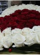 Сердце из 101 розы.