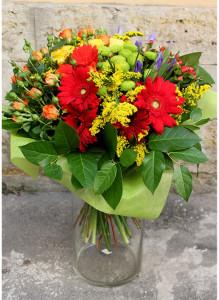 Букет из кустовых роз, гербер и хризантем.