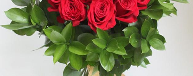 Шикарный букет цветов или веточка незабудки?