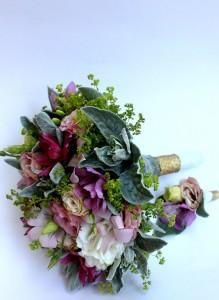 Свадебный букет из орхидеи дендробиум и эустомы