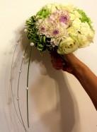 Букет невесты с розами и георгинами.