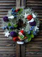 Рождественский венок с птичками и черникой.