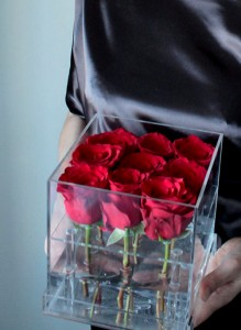 Прозрачный бокс с 9-ю красными розами.